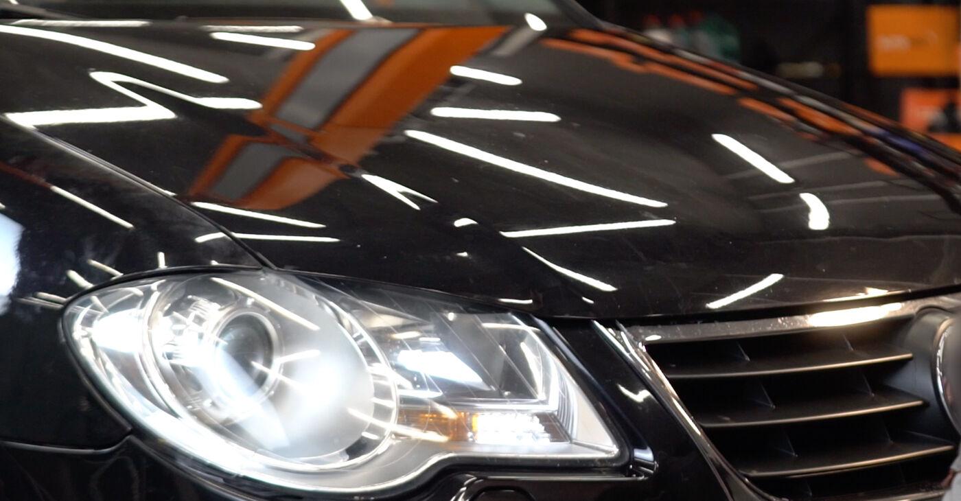 Kā nomainīt VW TOURAN (1T1, 1T2) 2007 Gaisa filtrs - padomi un ieteikumi