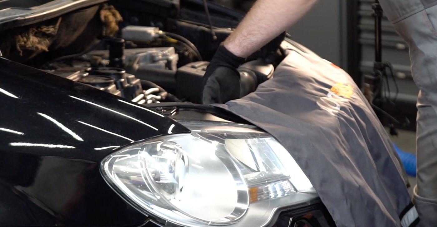 Kā nomainīt VW TOURAN (1T1, 1T2) 1.9 TDI 2004 Gaisa filtrs - pakāpeniskās rokasgrāmatas un video ceļveži