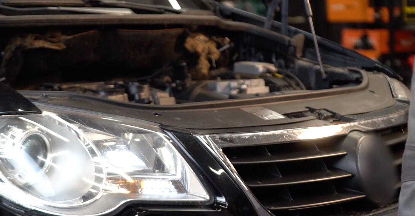 VW TOURAN 2.0 TDI Keilrippenriemen ersetzen: Tutorials und Video-Wegleitungen online