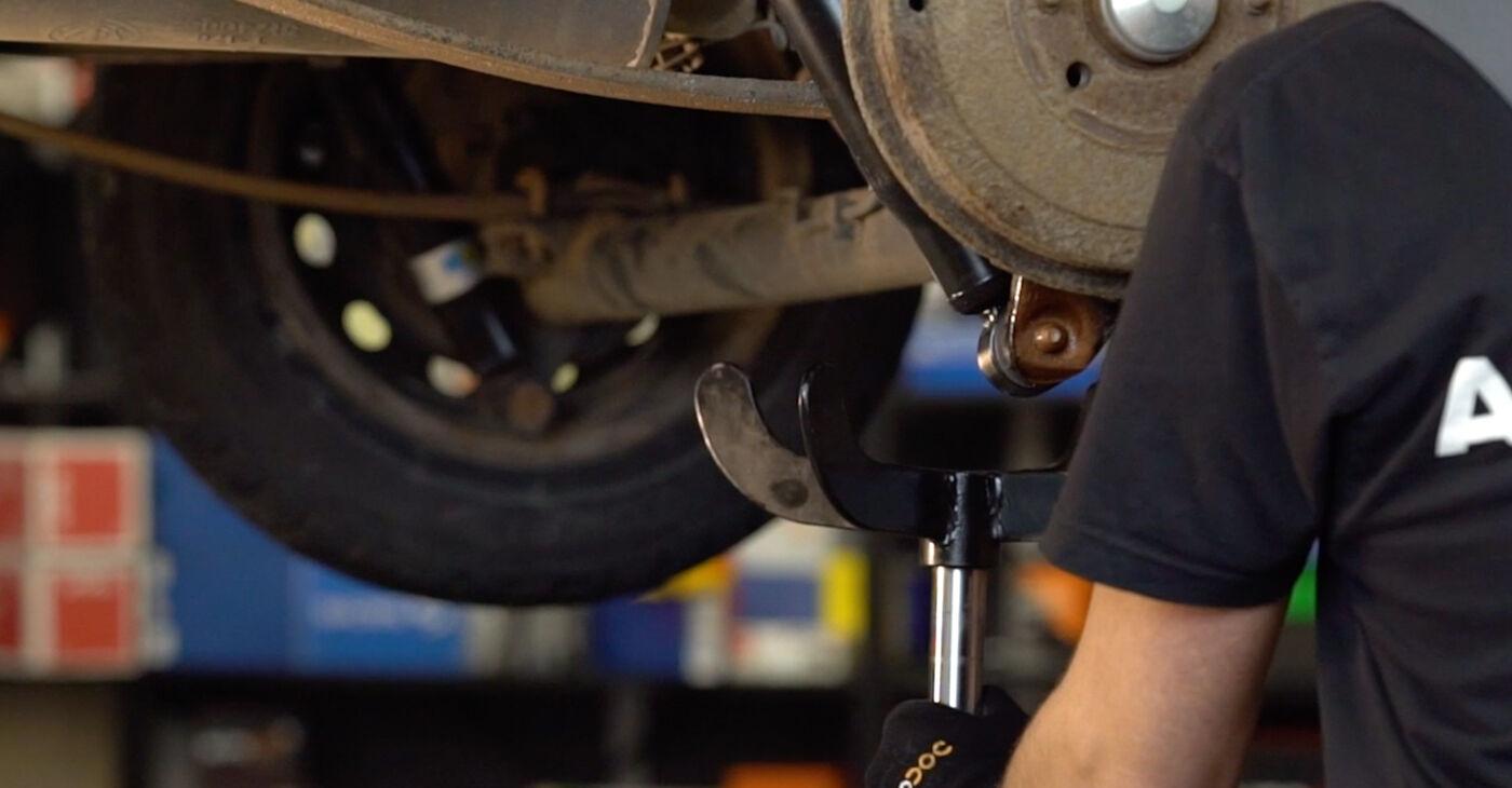 Cómo quitar Amortiguadores en un FIAT DOBLO 1.3 JTD 16V 2004 - instrucciones online fáciles de seguir