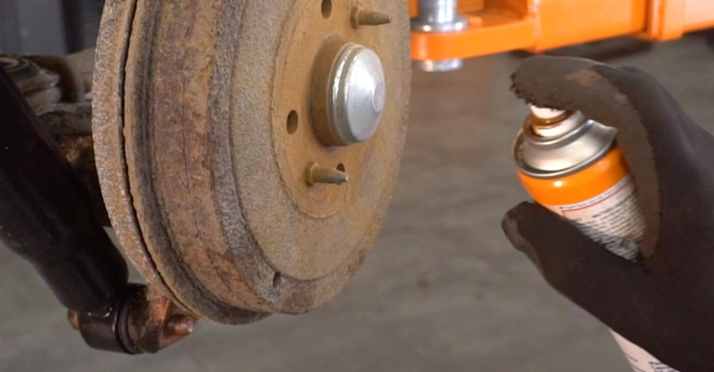 Cómo reemplazar Amortiguadores en un FIAT DOBLO Cargo (223) 2005: descargue manuales en PDF e instrucciones en video