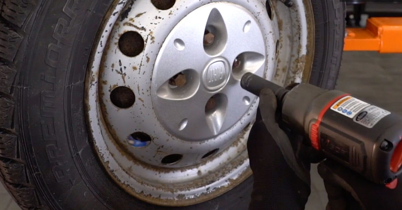 ¿Necesita saber cómo reemplazar Amortiguadores en FIAT DOBLO 2007? Este manual de taller gratuito lo ayudará a hacerlo usted mismo.