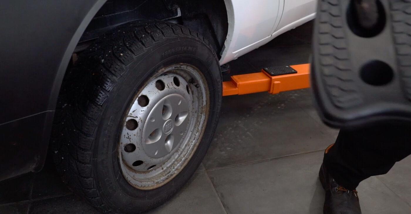 Reemplazo de Amortiguadores en un FIAT DOBLO 1.6 16V: guías online y video tutoriales