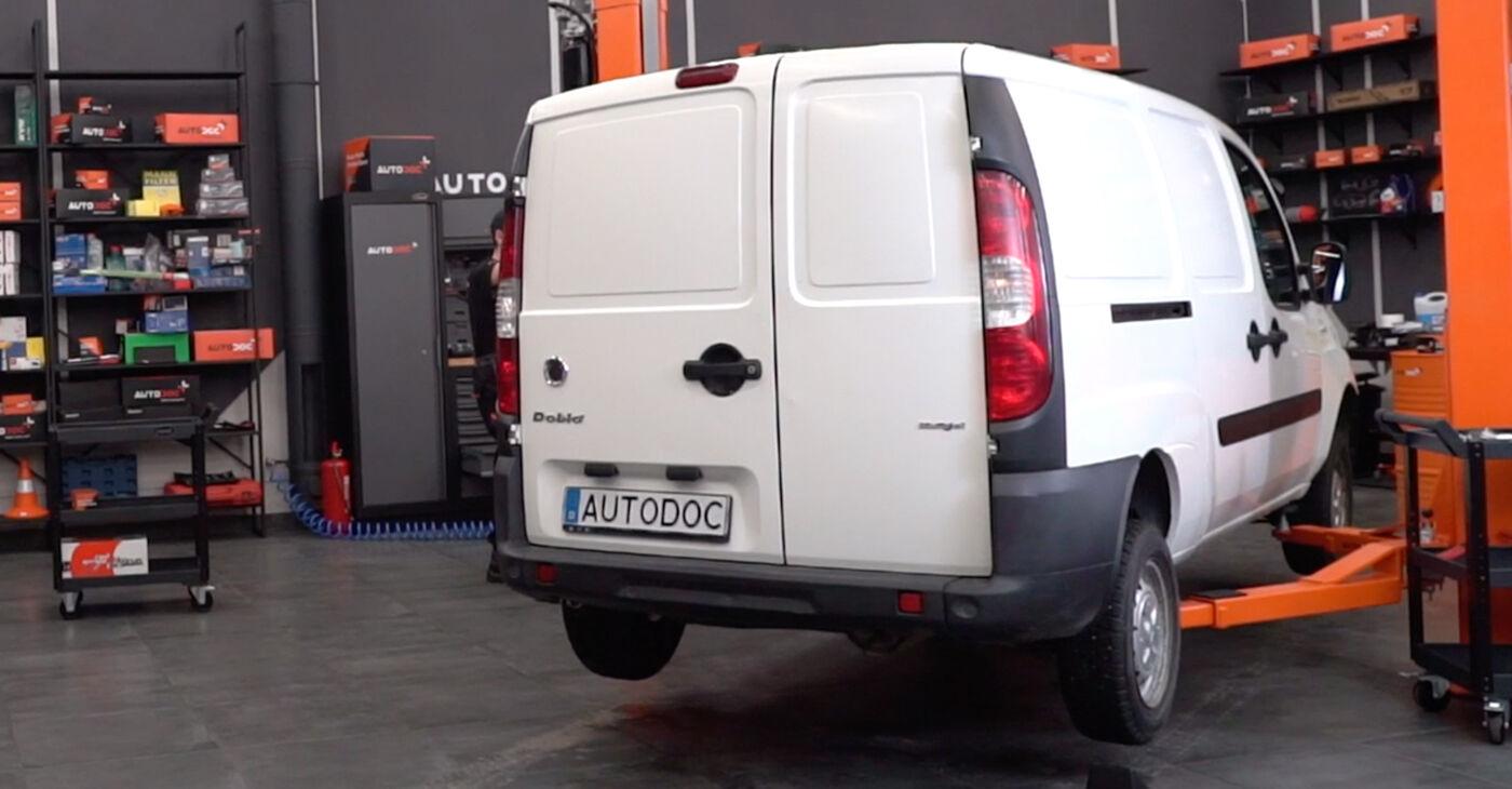 Sustitución de Amortiguadores en un Fiat Doblo Cargo 1.3 D Multijet 2002: manuales de taller gratuitos
