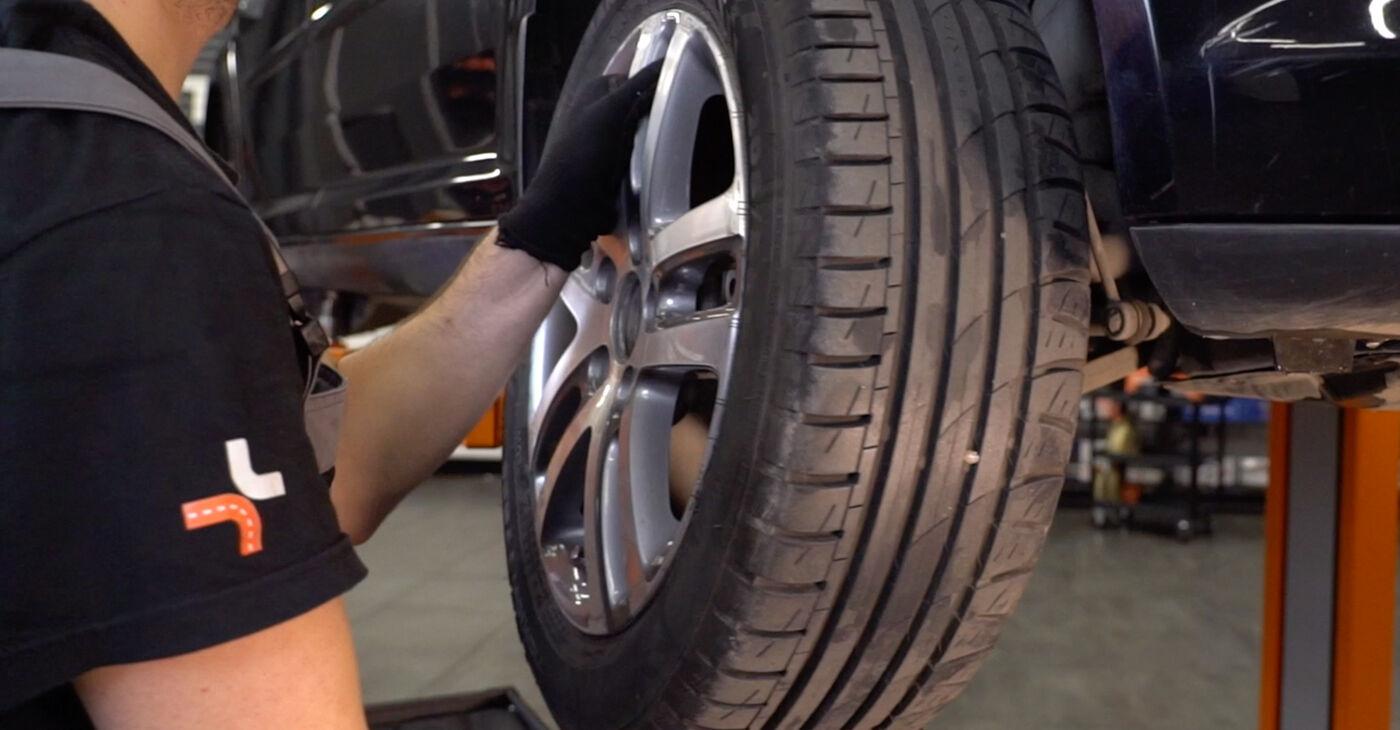 Kako odstraniti VW TOURAN 1.6 FSI 2007 Roka - spletna, enostavna za sledenje, navodila
