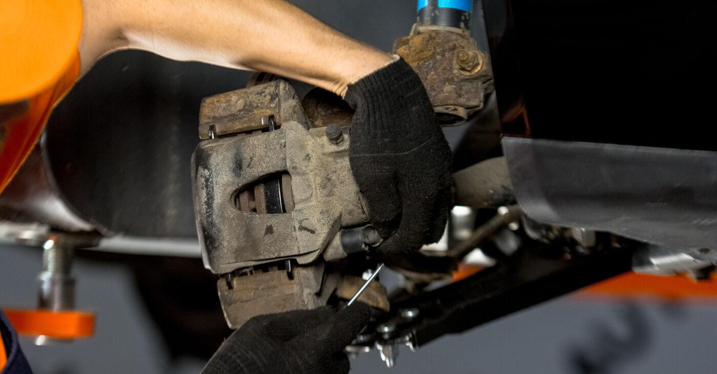 VW GOLF 2012 Amortizatoriaus Atraminis Guolis išsami keitimo instrukcija