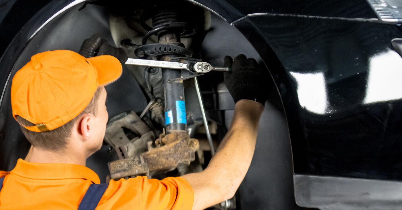 Kaip pakeisti VW GOLF V (1K1) 1.9 TDI 2006 Amortizatoriaus Atraminis Guolis - išsamios instrukcijos ir vaizdo pamokos