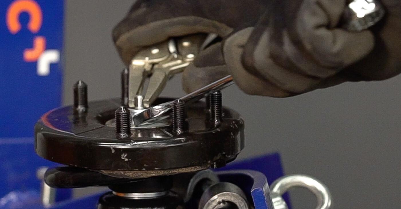 Consigli passo-passo per la sostituzione del fai da te Honda Accord VIII CU 2008 2.4 i Supporto Ammortizzatore