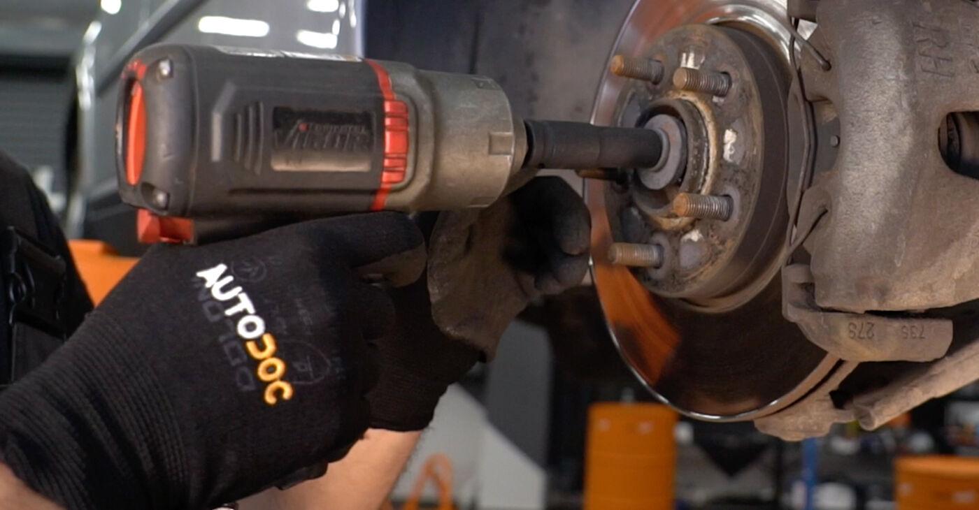 Wechseln Sie Stoßdämpfer beim Volvo v50 mw 2003 2.0 D selber aus