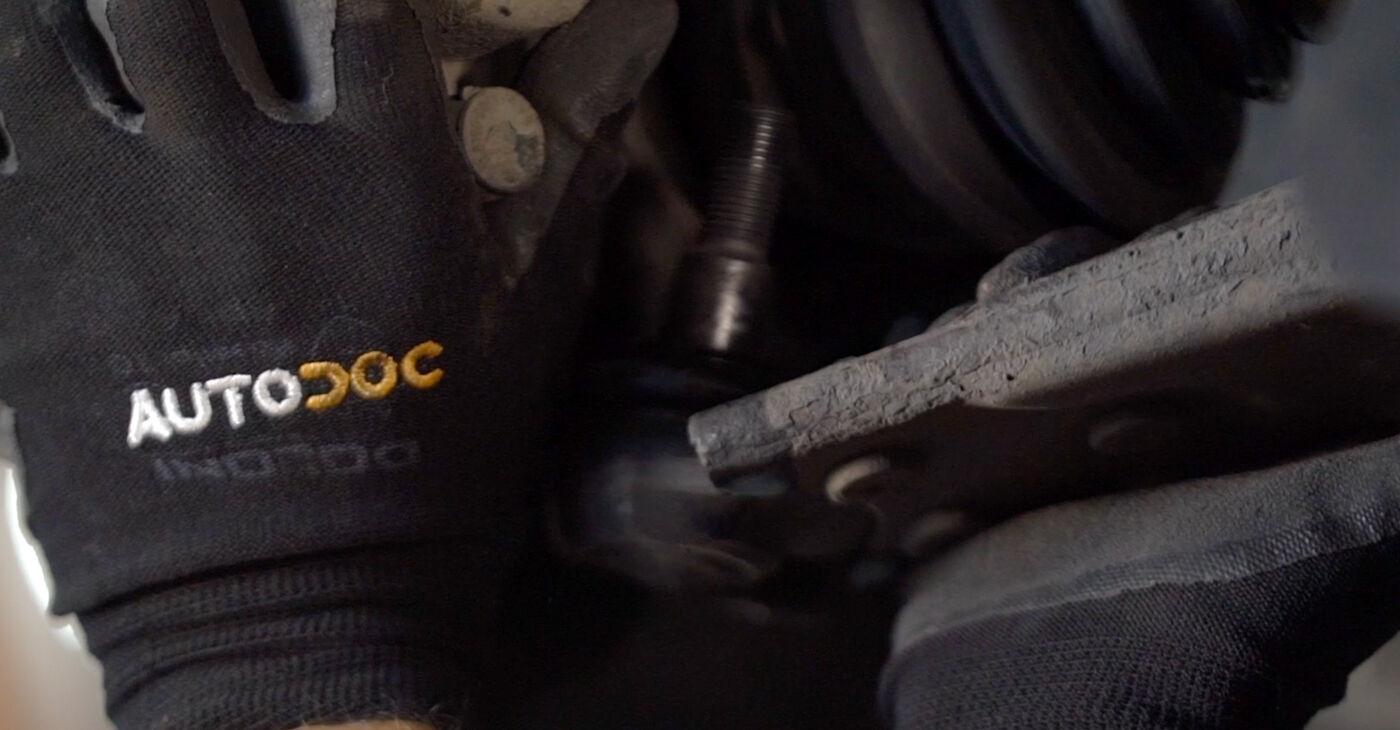 Quão difícil é efetuar a substituição de Molas no Volvo v50 mw 2.4 D5 2009 por si mesmo - descarregue o guia ilustrado