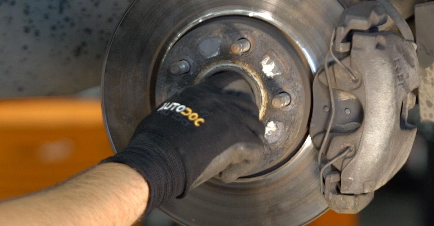 A substituição do Molas no VOLVO V50 (MW) 1.6 D2 2007 não é mais um problema com o nosso tutorial passo a passo.