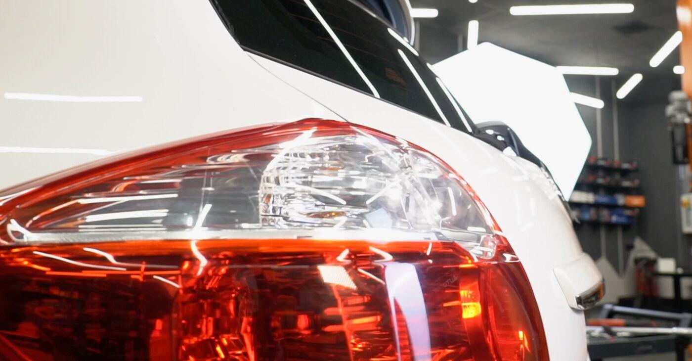 Quão difícil é efetuar a substituição de Amortecedor no Toyota Auris e15 1.33 Dual-VVTi (NRE150_) 2012 por si mesmo - descarregue o guia ilustrado