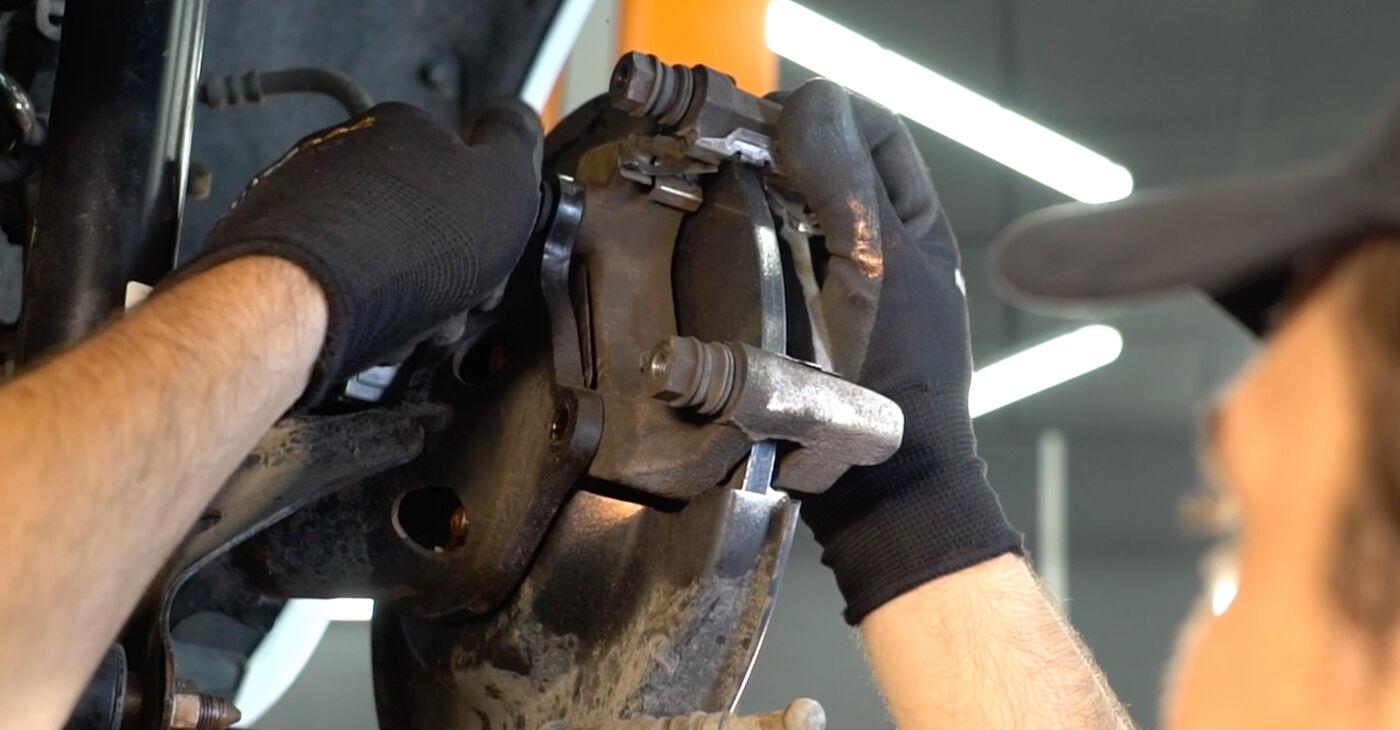 Pakāpeniski ieteikumi patstāvīgai Toyota Auris e15 2012 1.4 (ZZE150_) Riteņa rumbas gultnis nomaiņai