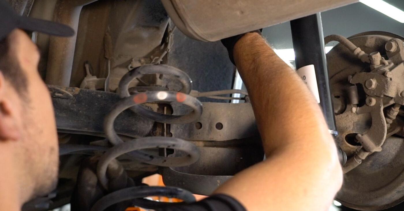 Pakāpeniski ieteikumi patstāvīgai Toyota Auris e15 2012 1.4 (ZZE150_) Piekare nomaiņai