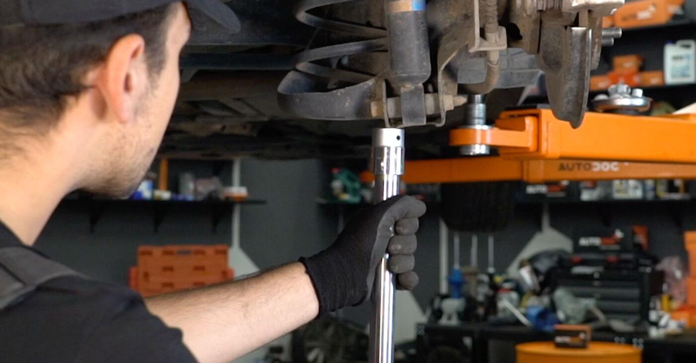 Cik grūti ir veikt Piekare nomaiņu Toyota Auris e15 1.33 Dual-VVTi (NRE150_) 2012 - lejupielādējiet ilustrētu ceļvedi