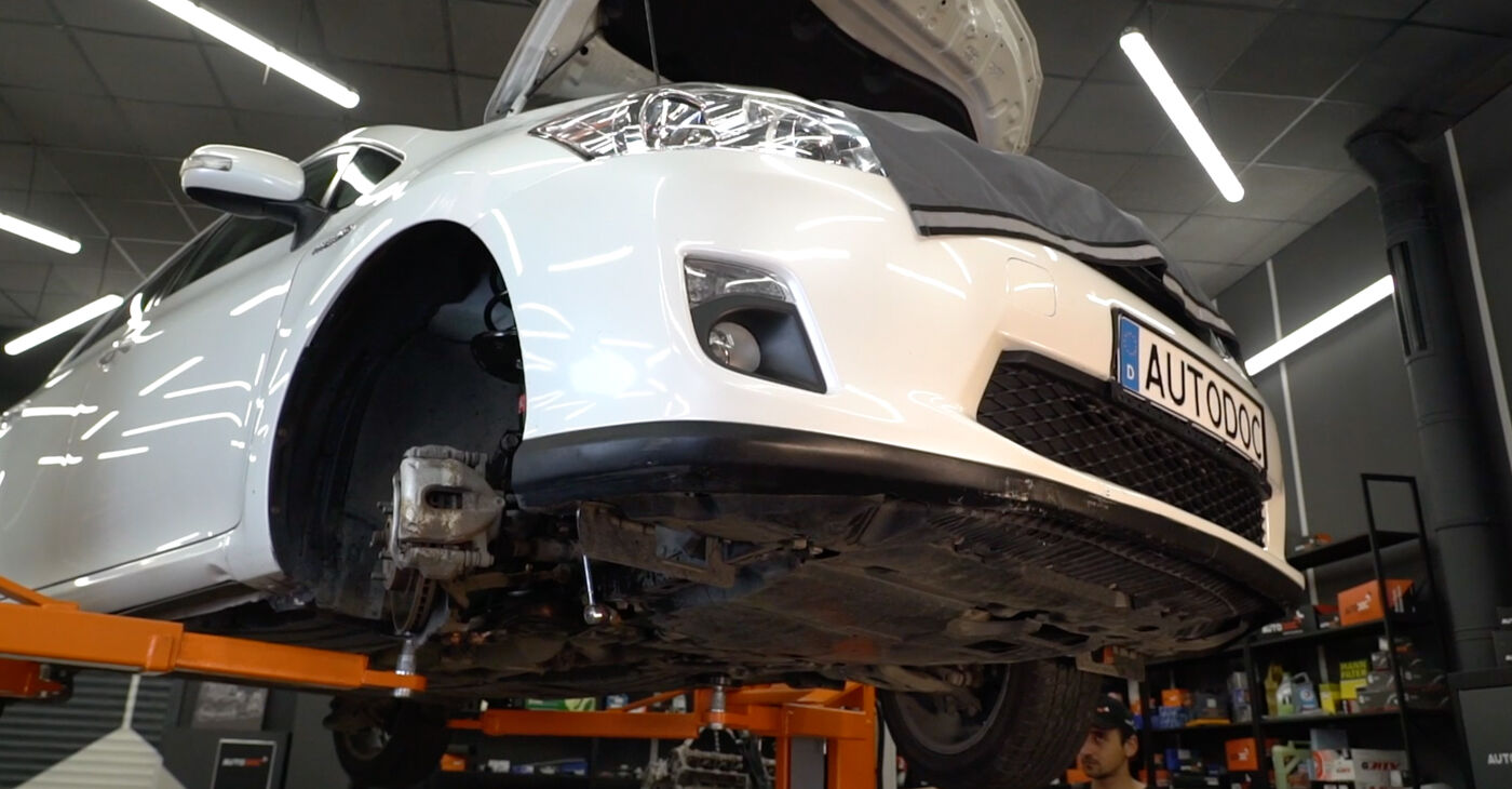 Pakāpeniski ieteikumi patstāvīgai Toyota Auris e15 2012 1.4 (ZZE150_) Svira nomaiņai