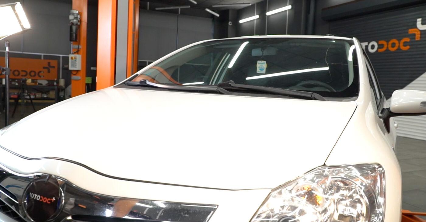 Kā nomainīt Svira Toyota Auris e15 2006 - bezmaksas PDF un video rokasgrāmatas