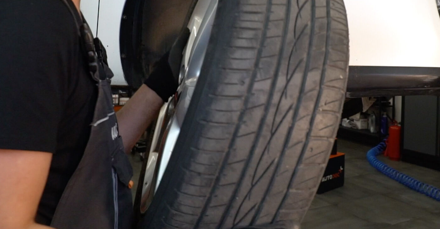 Cik grūti ir veikt Svira nomaiņu Toyota Auris e15 1.33 Dual-VVTi (NRE150_) 2012 - lejupielādējiet ilustrētu ceļvedi