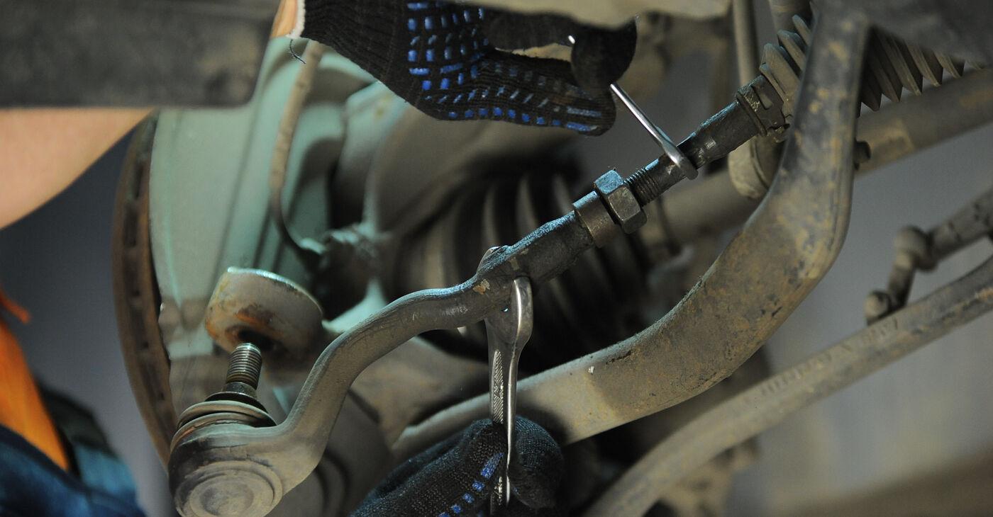 Cik ilgu laiku aizņem nomaiņa: BMW X3 E83 2011 Stūres šķērsstiepņa uzgalis - informatīva PDF rokasgrāmata