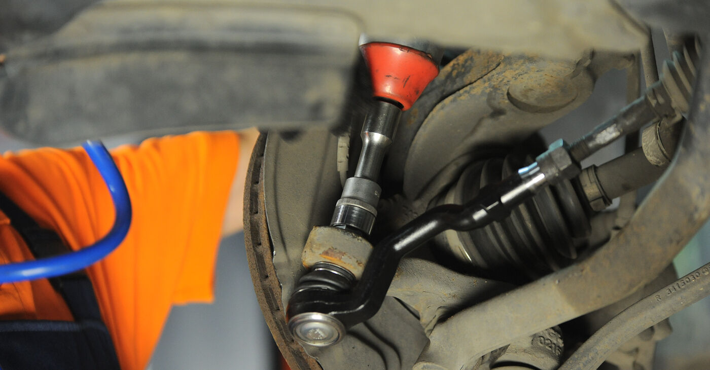 Pakāpeniski ieteikumi patstāvīgai BMW X3 E83 2007 3.0 sd Stūres šķērsstiepņa uzgalis nomaiņai