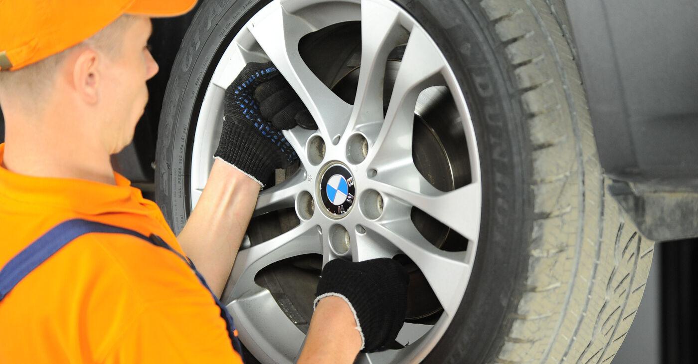Kā nomainīt BMW X3 (E83) 2.0 d 2004 Stūres šķērsstiepņa uzgalis - pakāpeniskās rokasgrāmatas un video ceļveži