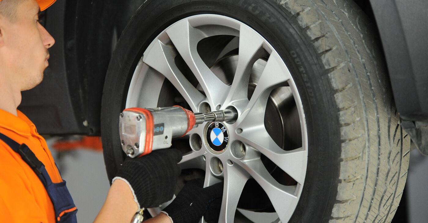BMW X3 E83 3.0 d 2005 Stūres šķērsstiepņa uzgalis nomaiņa: bezmaksas remonta rokasgrāmatas