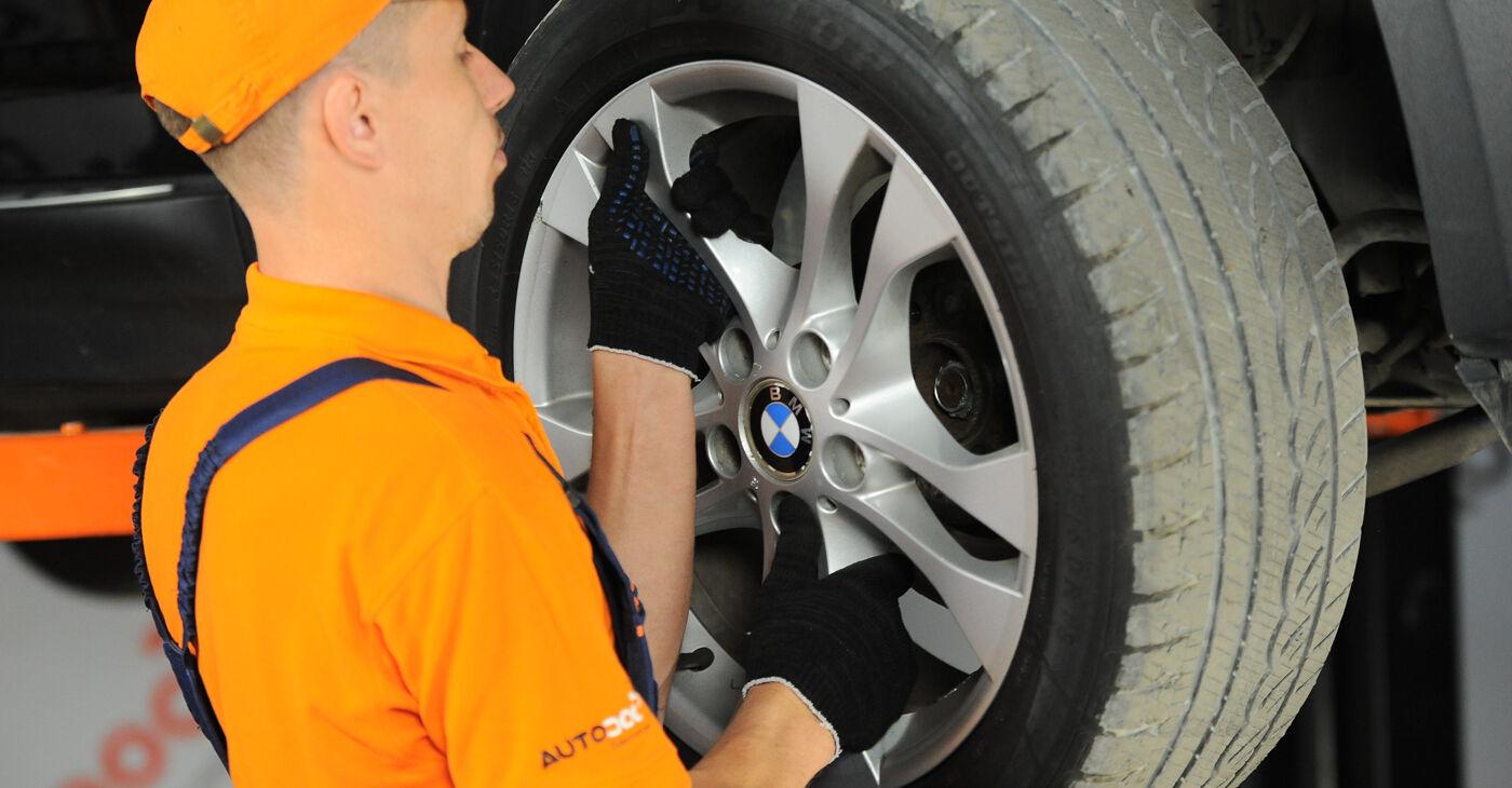 Patstāvīga BMW X3 (E83) 3.0 i xDrive 2006 Stūres šķērsstiepņa uzgalis nomaiņa
