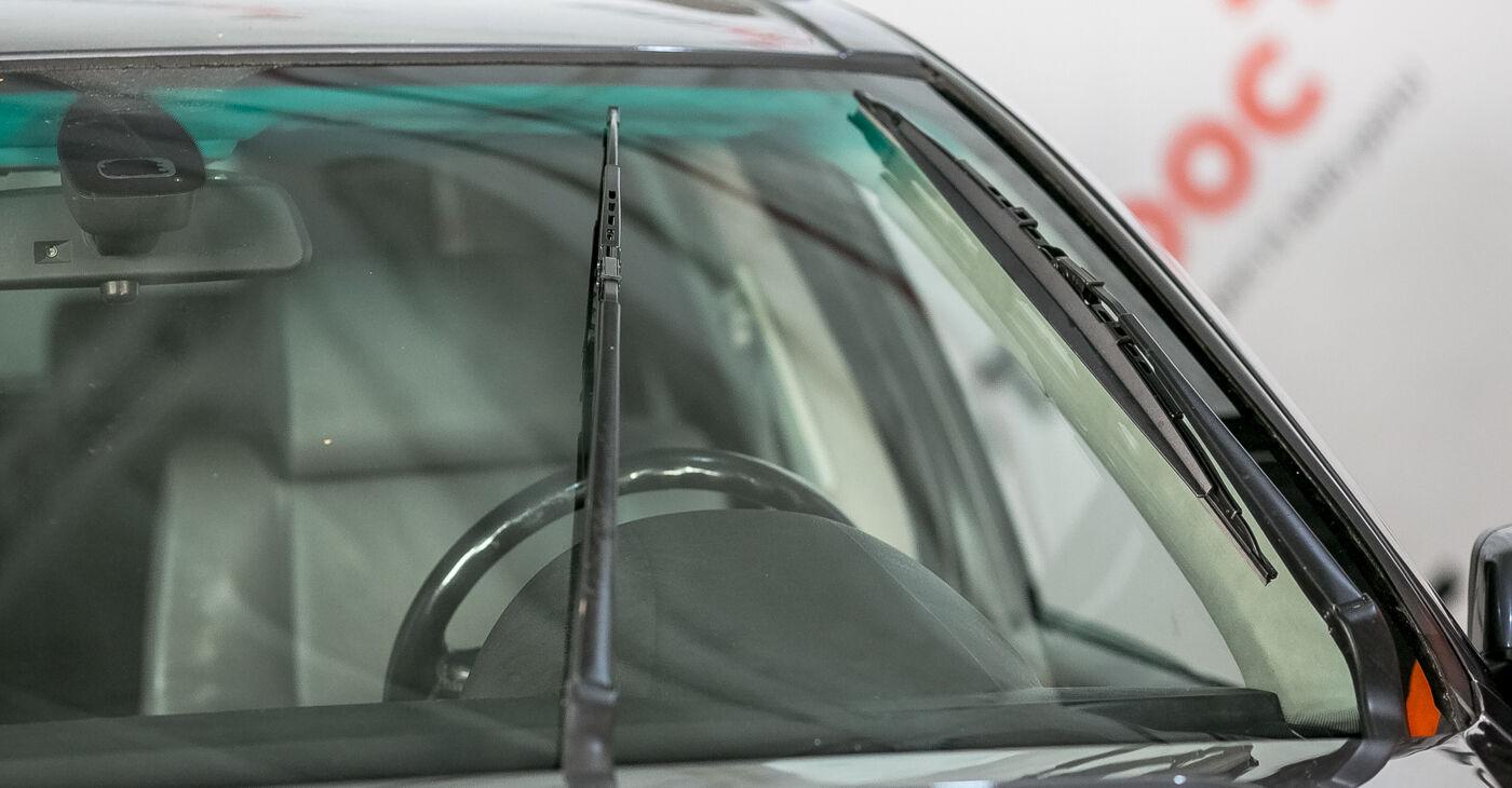 Kā noņemt BMW X5 4.8 is 2004 Stikla tīrītāja slotiņa - viegli izpildāmas tiešsaistes instrukcijas