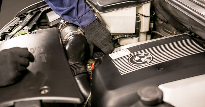 Kā nomainīt BMW X5 (E53) 3.0 d 2001 Eļļas filtrs - pakāpeniskās rokasgrāmatas un video ceļveži