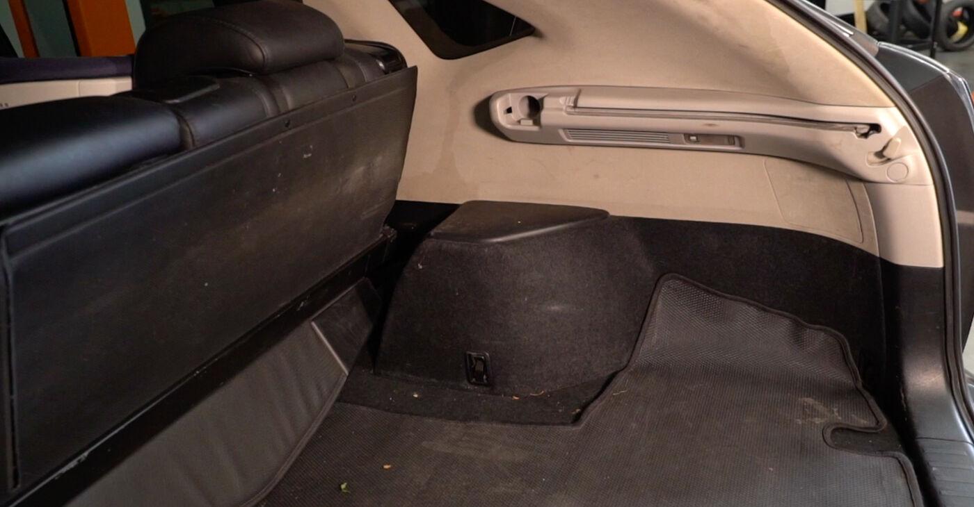 Kako zamenjati LEXUS RX (MHU3_, GSU3_, MCU3_) 3.3 400h AWD 2004 Blazilnik - priročniki s koraki in video vodniki