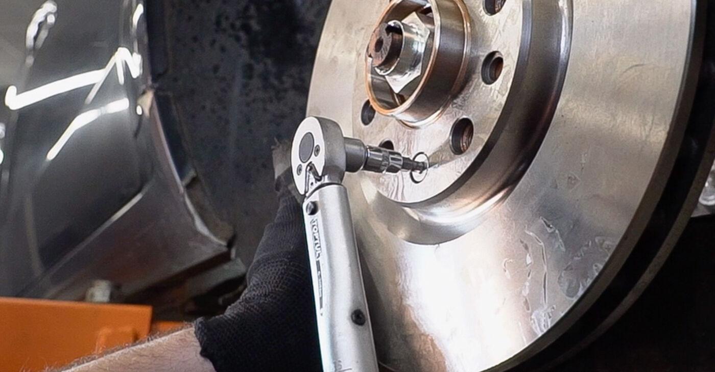 Pakāpeniski ieteikumi patstāvīgai Alfa Romeo 159 Sportwagon 2010 2.4 JTDM (939.BXM1B) Riteņa rumbas gultnis nomaiņai