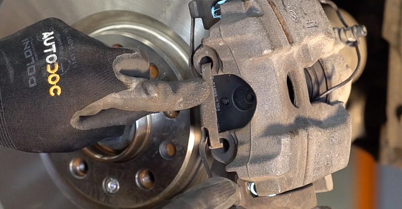 Cik grūti ir veikt Riteņa rumbas gultnis nomaiņu Alfa Romeo 159 Sportwagon 1.8 TBi 2011 - lejupielādējiet ilustrētu ceļvedi