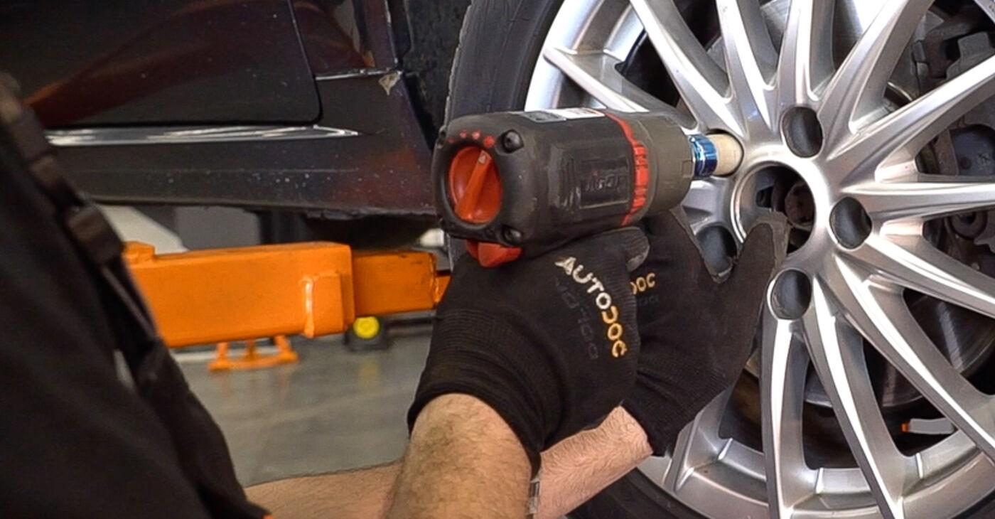 Kā nomainīt Riteņa rumbas gultnis ALFA ROMEO 159 Sportwagon (939) 2010 - lejupielādējiet PDF rokasgrāmatas un video instrukcijas