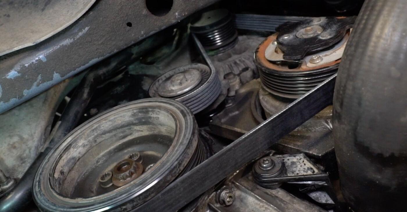 Svojpomocná výmena Klinový rebrovaný remen na aute Passat 3c 2009 2.0 TDI