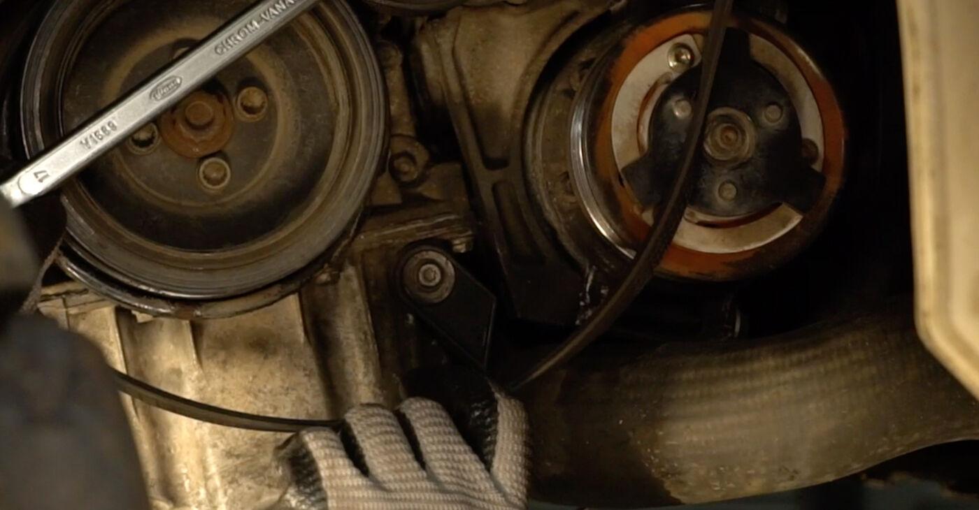 Aké náročné to je, ak to budete chcieť urobiť sami: Klinový rebrovaný remen výmena na aute Passat 3c 1.4 TSI EcoFuel 2005 – stiahnite si ilustrovaný návod