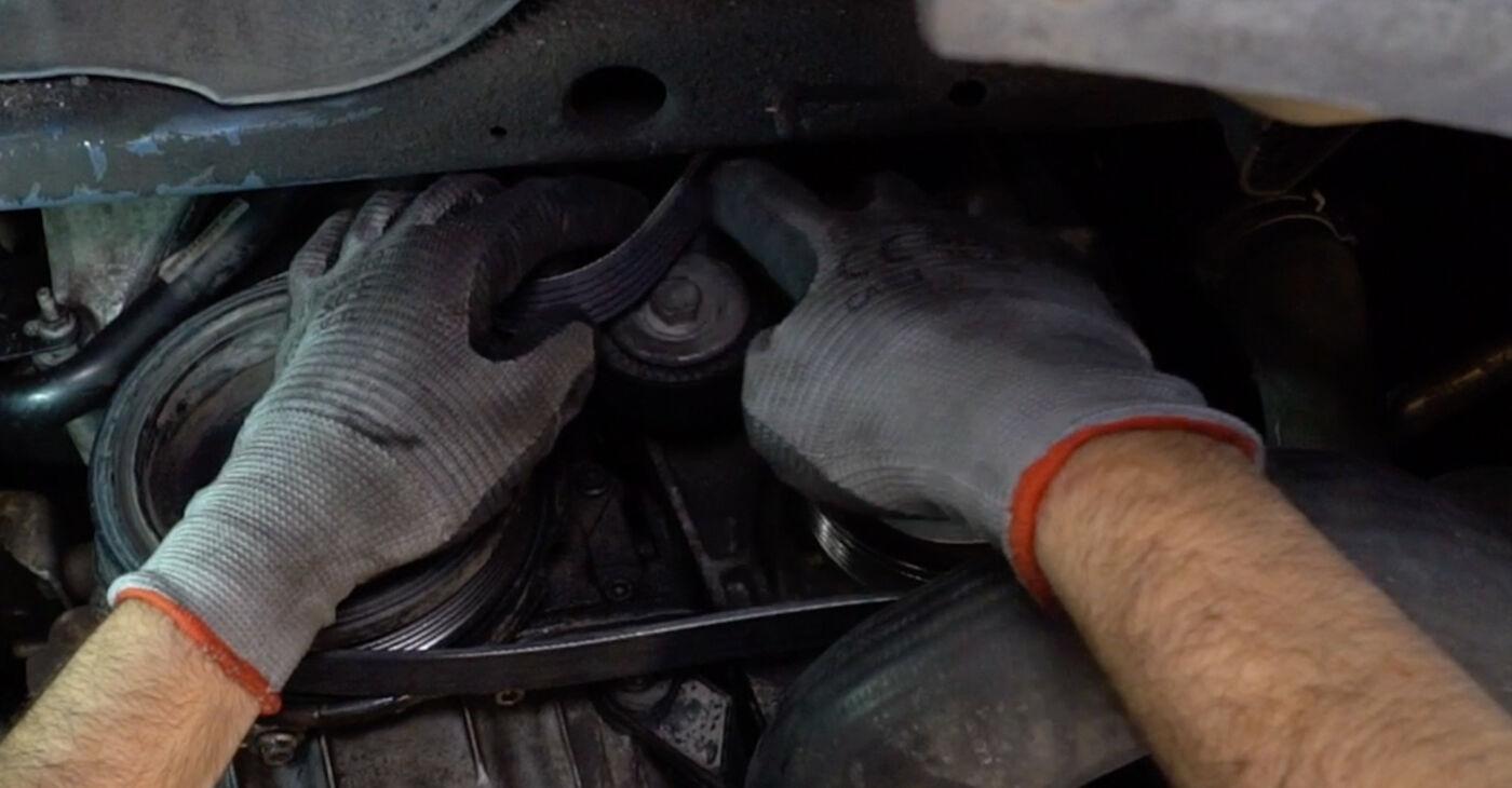 Ako dlho trvá výmena: Klinový rebrovaný remen na aute Passat 3c 2007 – informačný PDF návod