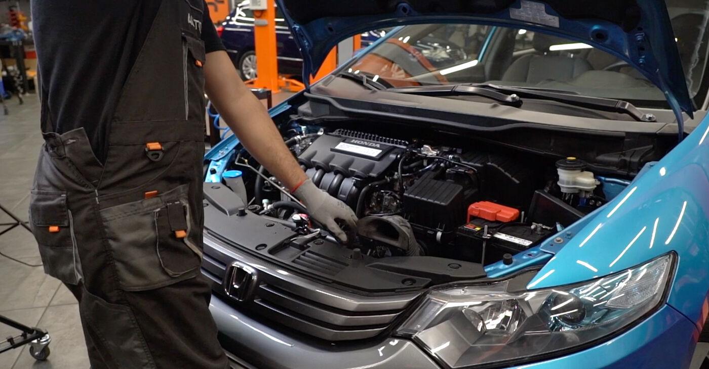 Kā nomainīt Eļļas filtrs Honda Insight ZE2/ZE3 2009 - bezmaksas PDF un video rokasgrāmatas