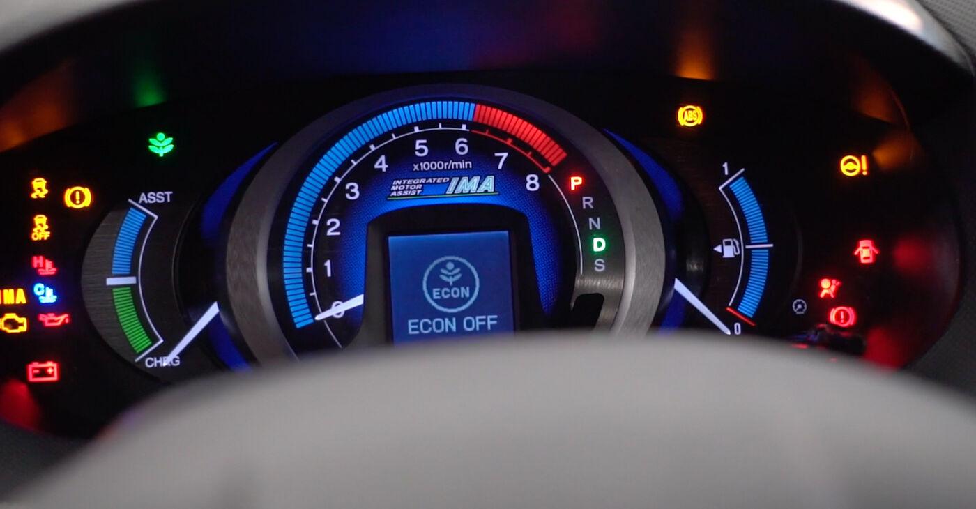 HONDA INSIGHT 1.3 Hybrid (ZE28, ZE2) Eļļas filtrs nomaiņa: tiešsaistes ceļveži un video pamācības