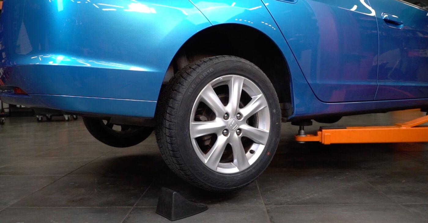 Αλλάζοντας Τακάκια Φρένων σε HONDA INSIGHT (ZE_) 1.3 Hybrid (ZE2) 2012 μόνοι σας
