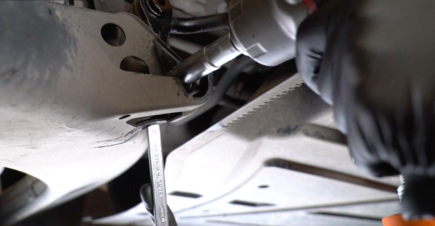 Cik grūti ir veikt Savienotājstienis nomaiņu Mercedes W245 B 180 1.7 (245.232) 2010 - lejupielādējiet ilustrētu ceļvedi