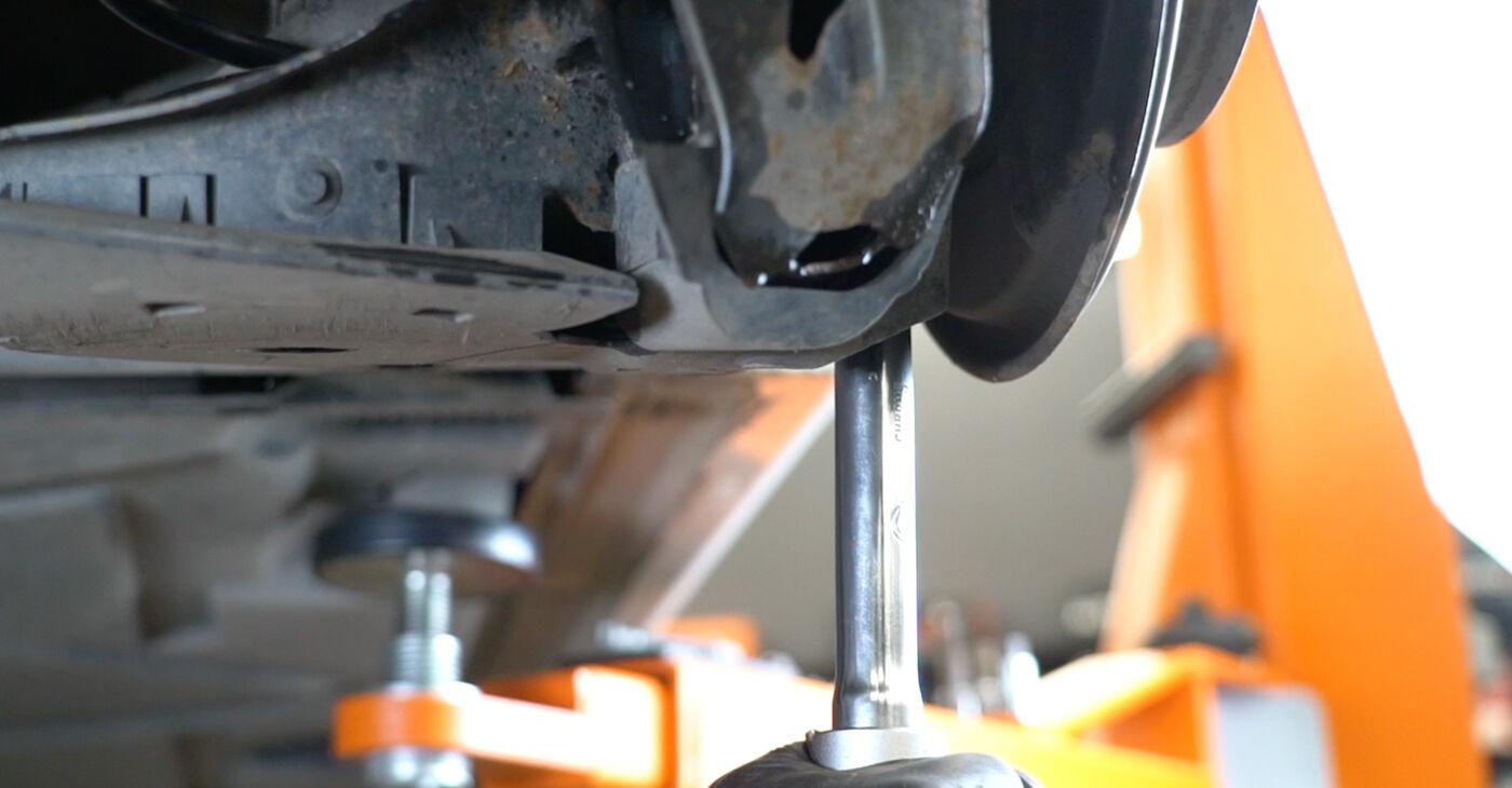 MERCEDES-BENZ B-CLASS 2011 Blazilnik priročnik za zamenjavo s koraki