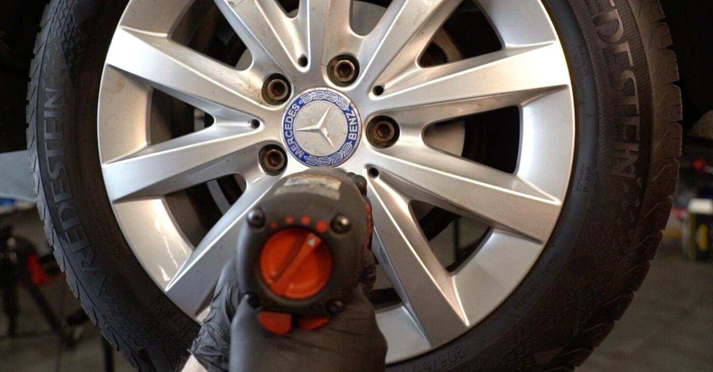 Cik grūti ir veikt Piekare nomaiņu Mercedes W245 B 180 1.7 (245.232) 2011 - lejupielādējiet ilustrētu ceļvedi