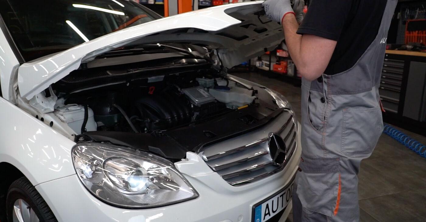 Kā nomainīt Bremžu Kluči Mercedes W245 2004 - bezmaksas PDF un video rokasgrāmatas