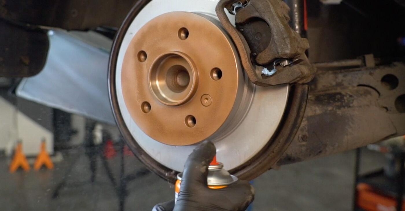 Pakāpeniski ieteikumi patstāvīgai Mercedes W245 2008 B 150 1.5 (245.231) Bremžu diski nomaiņai