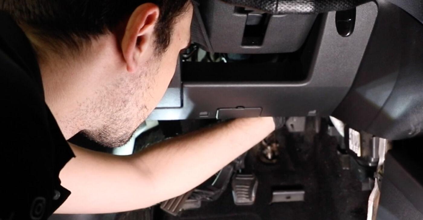 Cik ilgu laiku aizņem nomaiņa: Ford Fiesta V jh jd 2009 Salona filtrs - informatīva PDF rokasgrāmata