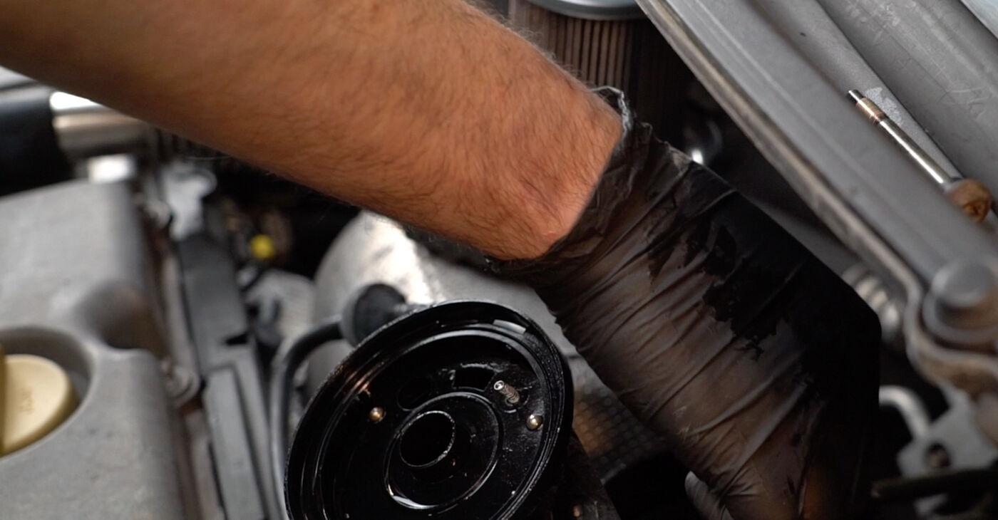 Kā nomainīt OPEL ZAFIRA A (F75_) 2004 Degvielas filtrs - padomi un ieteikumi