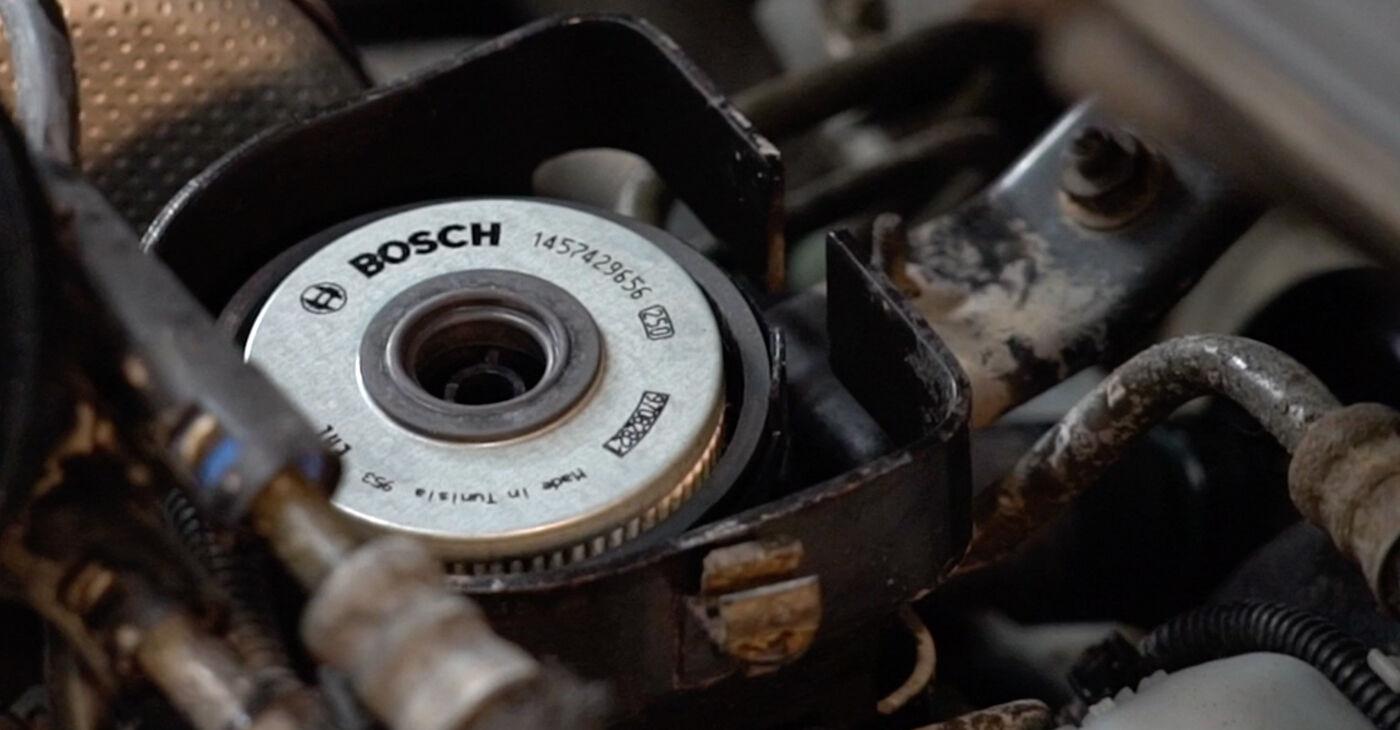Kā nomainīt Degvielas filtrs Opel Zafira f75 1999 - bezmaksas PDF un video rokasgrāmatas