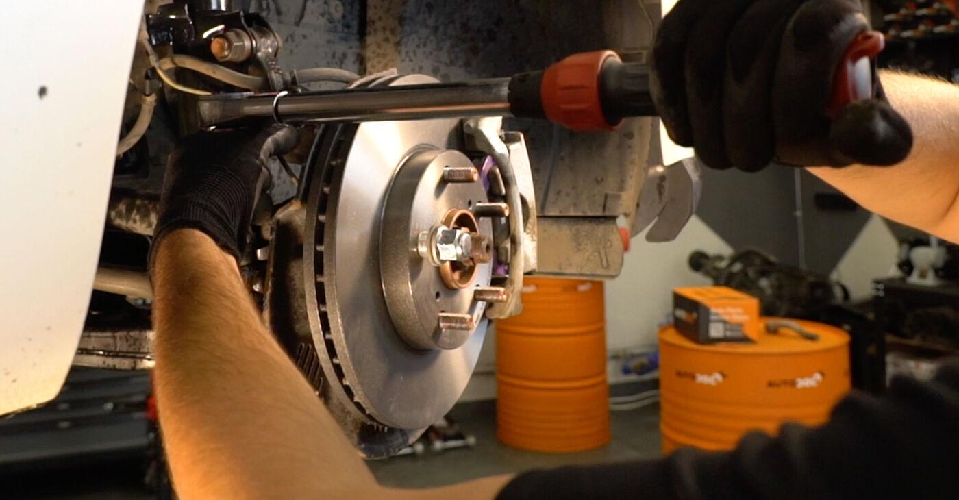 Toyota Auris e15 2.0 D-4D (ADE150_) 2008 Stūres šķērsstiepņa uzgalis nomaiņa: bezmaksas remonta rokasgrāmatas
