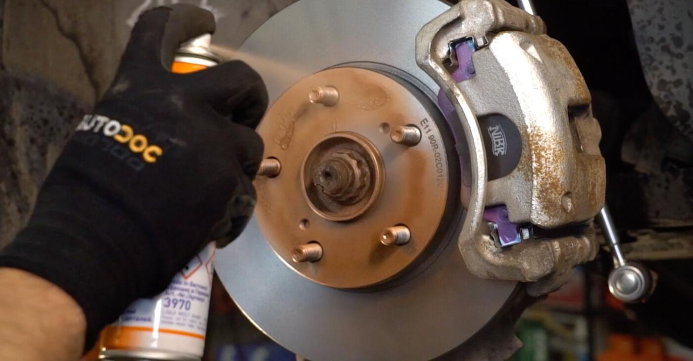 Cik grūti ir veikt Stūres šķērsstiepņa uzgalis nomaiņu Toyota Auris e15 1.33 Dual-VVTi (NRE150_) 2012 - lejupielādējiet ilustrētu ceļvedi