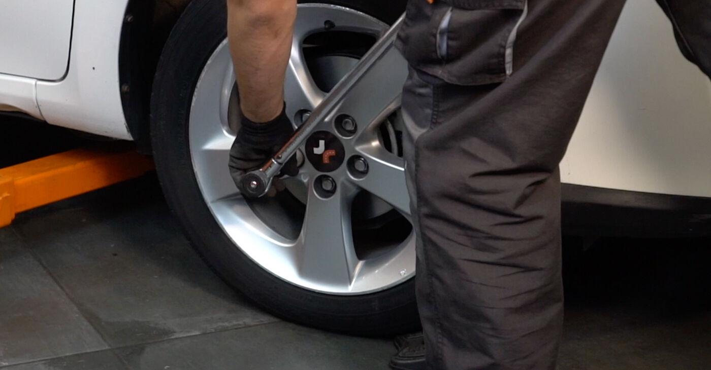 Patstāvīga Toyota Auris e15 2009 1.4 D-4D (NDE150_) Stūres šķērsstiepņa uzgalis nomaiņa